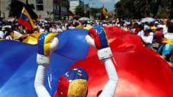 Les 2 présidents du Venezuela appellent à manifester en pleine panne de