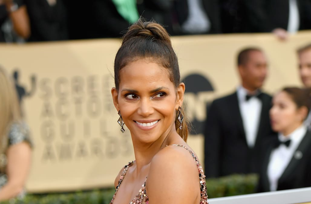 Halle Berry stole the show at the 2018 SAG Awards in a sequined ...