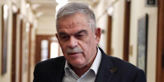 Nikos Toskas, llegando hoy al consejo de ministros, antes de su dimisión.
