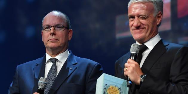 Albert de Monaco et Didier Deschamps, premier lauréat du Prix de la Légende du Sport, au Sportel de Monaco le 23 octobre 2018.