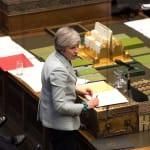 Camouflet au Parlement, démissions de ministres... la soirée (très) compliquée de Theresa