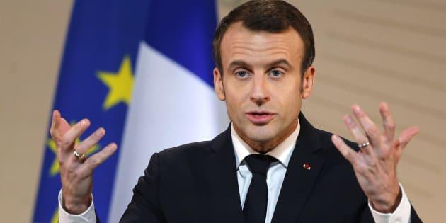 """Macron ironise sur """"Jojo avec un gilet jaune"""" qui """"a le même statut qu'un ministre""""."""