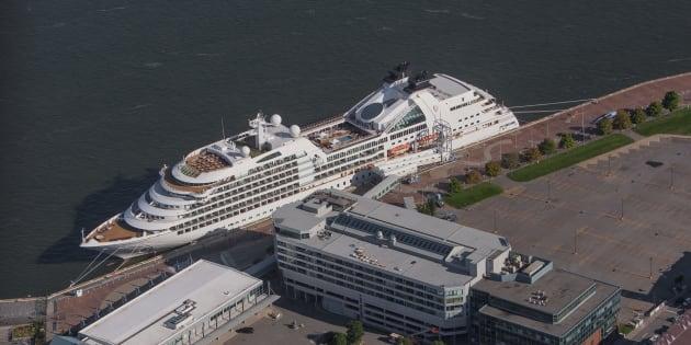 Un bateau de croisière en escale au Port de Québec, le 3 septembre 2015.