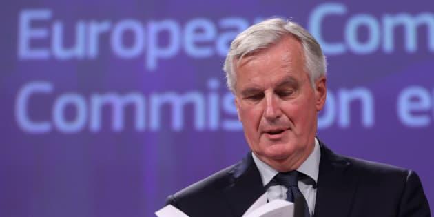Barnier ofrece declaraciones a los medios.