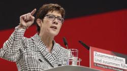 Annegret Kramp-Karrenbauer, la mini-Merkel pero con ideas diferentes a su