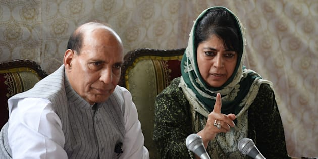 Chief minister of Jammu and Kashmir, Mehbooba Mufti (R) addresses a joint press conference with Indian home minister Rajnath Singh in Srinagar on August 25, 2016.