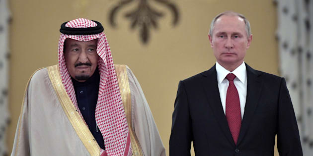 Russian President Vladimir Putin (R) and Saudi Arabia's King Salman