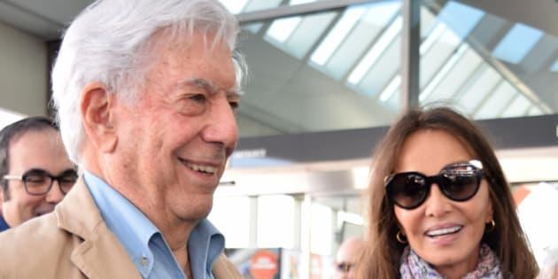 Mario Vargas Llosa e Isabel Preysler, el 2 de abril de 2018 en Madrid.