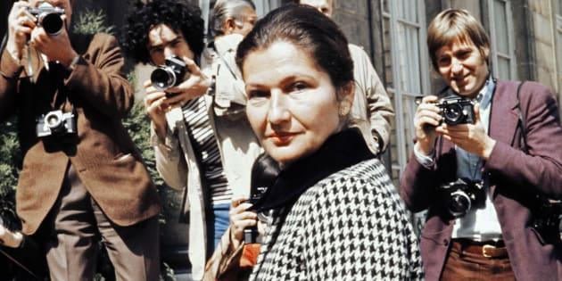 Bien avant d'être ministre de la Santé, Simone Veil s'intéressait déjà beaucoup à la légalisation de l'avortement (Le 10 juin 1974, Simone Veil sur le perron de l'Élysée)