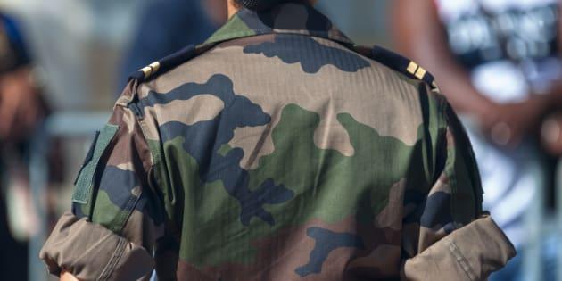 """Des chefs militaires menacés de sanctions disciplinaires pour avoir accusé Macron de """"trahison"""" (Photo d'illustration prise à La Réunion le 14 juillet 2016)"""