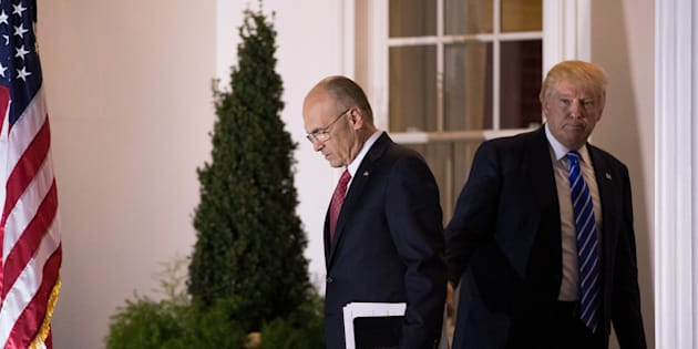 Andrew Puzder sortant d'une entrevue avec Donald Trump, alors président élu des Etats-Unis, le 19 novembre dans le New Jersey