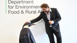 Javier Bardem lleva a Londres la campaña de Greenpeace para crear un Santuario