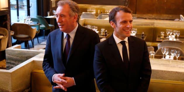 François Bayrou, Président du MoDem, et Emmanuel Macron, leader d'En Marche et candidat à la présidentielle 2017, lors d'une conférence de presse annonçant leur alliance pour la campagne présidentielle, à Paris, le 23 février 2017.