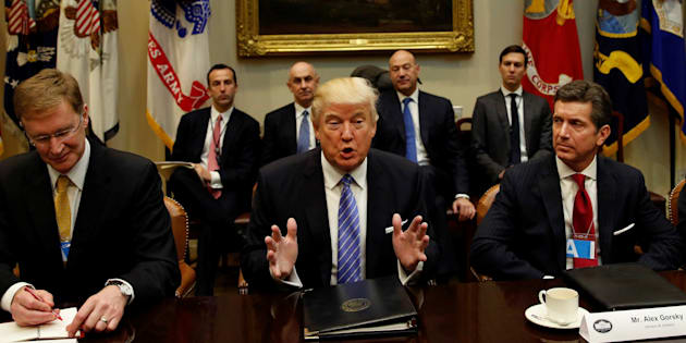 U.S. President Donald Trump hosts a meeting with business leaders in the Roosevelt Room of the White House in Washington January 23, 2017. From left are Corning CEO Wendell Weeks, Trump and Johnson & Johnson CEO Alex Gorsky.   REUTERS/Kevin Lamarque