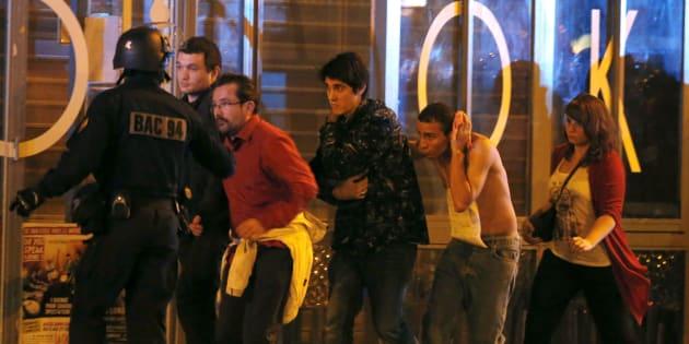 Il Bataclan due anni dopo, Macron nei luoghi della strage di Parigi