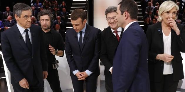 (De gauche à droite) François Fillon, Emmanuel Macron, Jean-Luc Mélenchon, Marine Le Pen et Benoît Hamon sur le plateau du débat télévisé du 20 mars 2017 pour la présidentielle.
