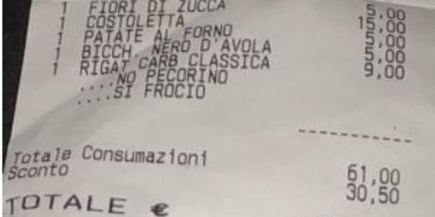 """Scontrino omofobo in un ristorante di Roma: """"La proprie"""
