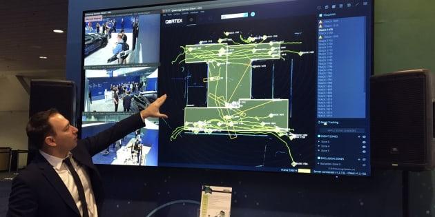Quanergy Systmes, con sede en California, muestra una pantalla de tecnología basada en sistemas autónomos que podrían usarse para un muro fronterizo virtual en la CES, en Las Vegas.