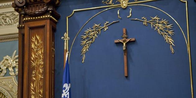 La présence d'un crucifix à l'Assemblée nationale, dans un premier temps, ne me dérange pas, puisque j'y suis habitué et qu'il me rappelle tant de choses. Il est un symbole. Celui des 400 ans d'Histoire de l'édification du Québec d'aujourd'hui.