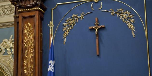 Comme si le crucifix à l'Assemblée nationale menaçait l'institution parlementaire québécoise par l'ombre que jetterait sur elle l'Église catholique.