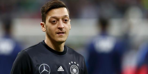 Mesut Özil révèle prier en turc pendant l'hymne national allemand avant les matchs internationaux