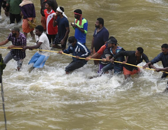 Thousands stranded amid deadly south Indian floods
