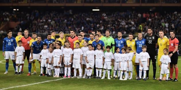 Les images de l'hommage de l'équipe d'Italie aux victimes de la catastrophe de Gênes.