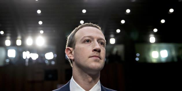 """Au Sénat américain, Mark Zuckerberg s'est excusé pour les failles de Facebook, tout en défendant un réseau """"sûr""""."""