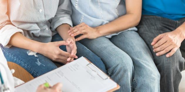 """Le malade est le plus souvent pris en charge sur le plan psychologique en complément des traitements parfois """"lourds"""". Mais qu'en est-il du reste de la famille?"""