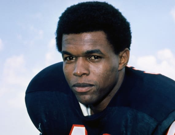 Gale Sayers, Chicago Bears legend, dies at age 77