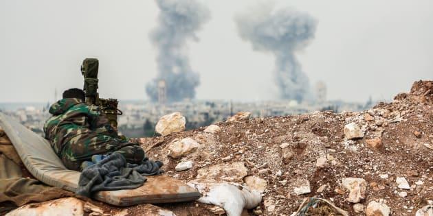 """Au moins 58 personnes, dont neuf enfants, ont été tuées mardi dans une frappe aérienne qui a émis du """"gaz toxique""""."""
