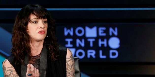 Asia Argento n'a pas apprécié cette blague de Charlie Hebdo sur Harvey Weinstein.