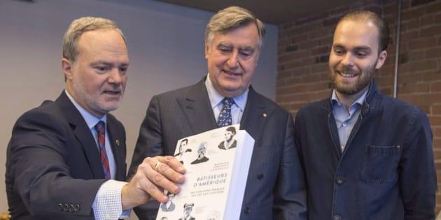 Antoine Dionne Charest (à droite) aux côtés de l'ancien premier ministre Lucien Bouchard (centre) et du sénateur André Pratte (gauche).