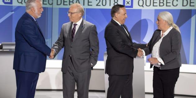 Les quatre chefs de partis se serrent la main avant le débat des chefs en anglais.