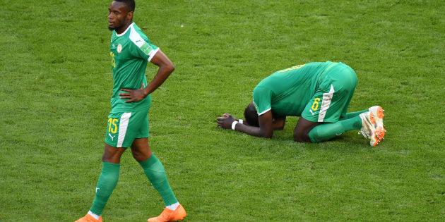 Defensores de Senegal se desesperam com queda para a Colômbia e eliminação na Copa da Rùssia.