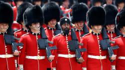 La prima guardia sick con il turbante alla parata della Regina è già nella