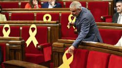 La bronca en el Parlament por un lazo amarillo que termina con la suspensión del