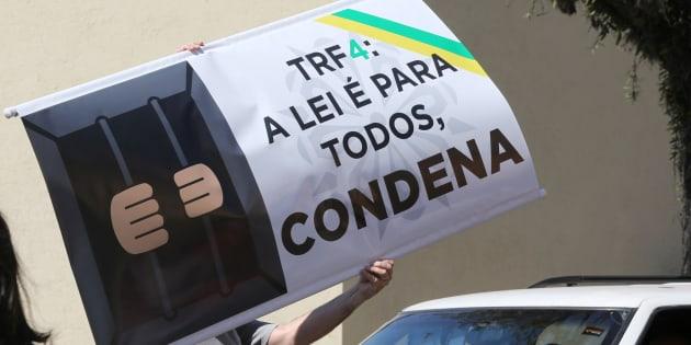 Movimentos como MBL e Vem Pra Rua pedem a confirmação da condenação do ex-presidente.