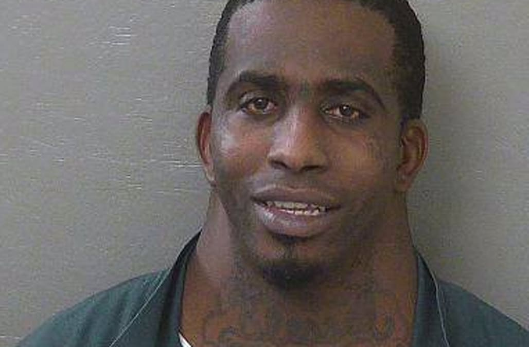 Man's mugshot goes viral due to his unusually large neck - AOL News