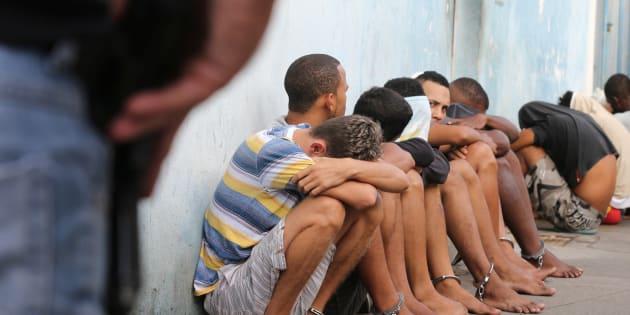 Policial detém suspeitos de roubar lojas em Vitória, no Espírito Santo