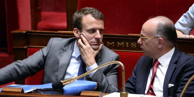 Pendant la passation de pouvoir avec Édouard Philippe, Bernard Cazeneuve tacle discrètement Emmanuel Macron