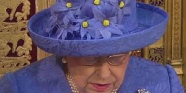 La reine d'Angleterre a-t-elle voulu faire passer un message sur le Brexit avec son chapeau?