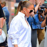 Jennifer Lopez laisse tout le monde perplexe avec cette paire de bottes en