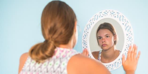 La dysmorphophobie, une angoisse excessive liée à l'apparence physique, a beaucoup de points communs avec les troubles du comportement alimentaire mais ne doit pas être confondue avec ceux-ci.