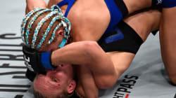Ce qui est arrivé à cette lutteuse aurait pu être très très gênant si elle n'avait pas aussi bien