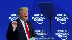 Donald Trump s'en tient pour une fois à son prompteur à Davos, mais ne lâche rien sur le