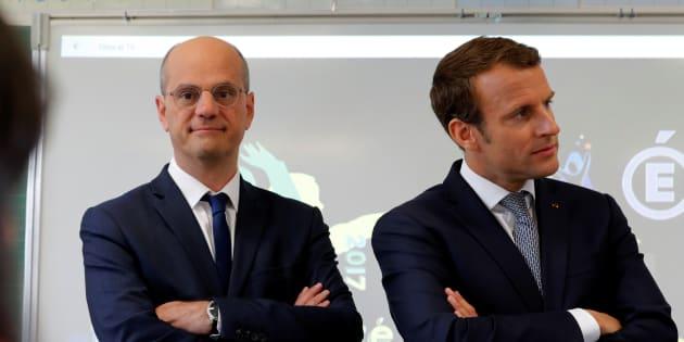 """Invité à """"L'Emission politique"""" ce 15 février 2018, Jean-Michel Blanquer (ici lors de la dernière rentrée des classes avec Emmanuel Macron) va devoir gérer sa nouvelle exposition médiatique."""
