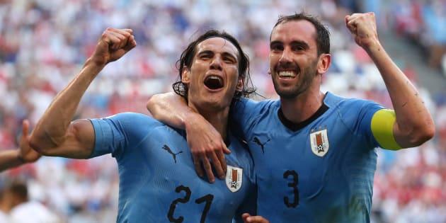 Les Uruguayens Diego Godin et Edinson Cavani retrouveront le Portugal de Cristiano Ronaldo en huitièmes de finale, pour ce qui s'annonce déjà comme l'un des chocs du début de Mondial.