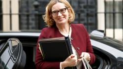 Dimite la ministra de Interior británica tras una polémica sobre