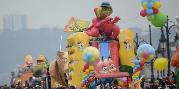 """Bordeaux (ici lors du Carnaval des Deux Rives 2016), """"capitale"""" du carnaval antillais en métropole"""
